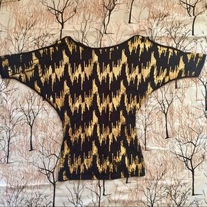 April Black & Gold Cold Shoulder Tee Size Small
